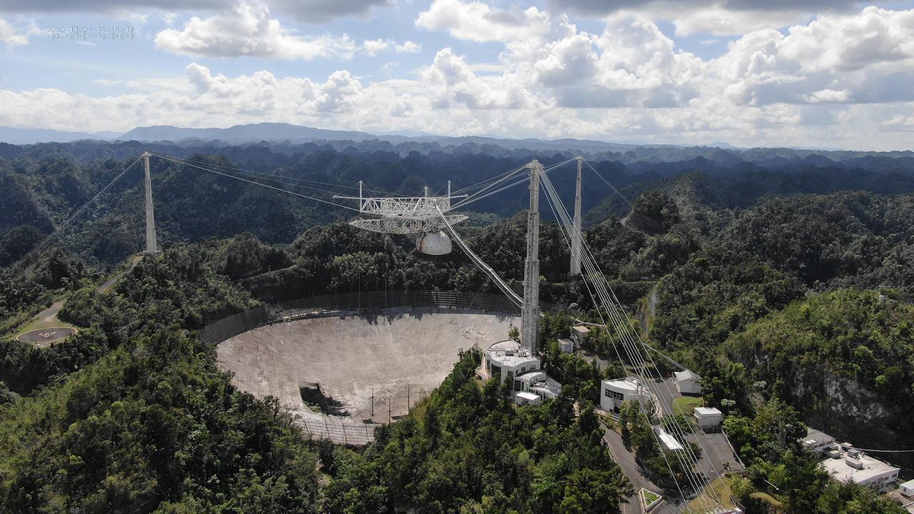 今月のYouTube「アレシボ電波望遠鏡崩壊の瞬間映像」